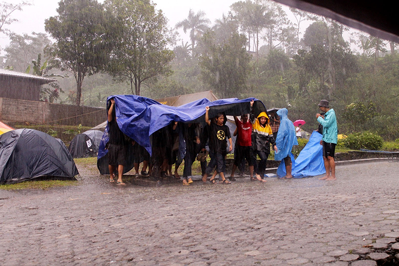 #TKFI2016 Evakuasi peserta di tengah hujan deras